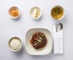 싱가포르항공이 3월부터 새로운 다이닝 콘셉트인 한식을 론칭한다. 사진은 비즈니스클래스 소갈비요리와 쌀밥