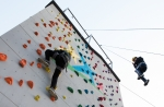 국립중앙청소년수련원 국가인증 자유학기제 캠프 참가 청소년이 인공암벽 활동프로그램을 체험 하고 있다