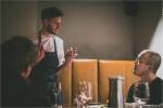 호주 셰프 조셉 리저우드가 25일부터 4월 16일까지 총 4주간 한남동에 위치한 이벤트 공간 라퀴진에서 주말 팝업 레스토랑을 오픈한다. 메뉴에 대해 설명하는 셰프 조셉 리저우드