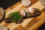호주 셰프 조셉 리저우드가 25일부터 4월 16일까지 총 4주간 한남동에 위치한 이벤트 공간 라퀴진에서 주말 팝업 레스토랑을 오픈한다. 솔잎과 한국 맥주로 요리한 소 염통 요리