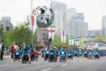 지난해 열린 제24회 서울국제휠체어마라톤대회 5km 경쟁 부문에 참여한 선수들의 출발 모습