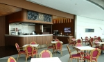 Cafe 100은 캐주얼 다이닝 콘셉트로 안락하고 아늑한 분위기를 연출한다