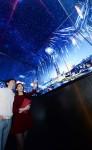 LG전자가 서울 잠실에 위치한 롯데월드타워의 전망대 전용 엘리베이터 스카이셔틀 내부에 55인치 올레드 사이니지 월을 설치했다