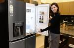 LG전자가 사용 편의성·디자인 모두 갖춘 2017년형 LG 디오스 냉장고 출시했다