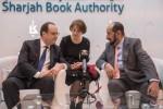 프랑수아 올랑드 프랑스 대통령(촤측)과 셰이크 술탄 빈 무함마드 알 카시미가 파리 북페어 2017에서 회담을 하고 있다