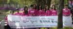 이브라의 한나제이와 미스코리아 본선진출자 모임 미코리더스가 만든 사회공헌 봉사단체 핑크하트 봉사단이 성동장애인종합복지관 원생들과 걷기 행사 가졌다