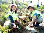 하림이 22일 피오봉사단 4기 발대식을 진행하고 첫 봉사활동으로 하천 정화 활동을 펼쳤다
