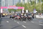 제25회 서울국제휠체어마라톤대회 풀마라톤 선수들이 출발하고 있다