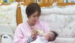 배우 김정은이 어린이날 대한사회복지회 영아일시보호소를 방문해 자원봉사하고 후원금을 전달했다