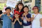 캠페인에 참가하고 있는 어린이들