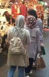 명동을 방문중인 무슬림 여성 관광객들