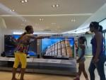 삼성전자가 글로벌 IT 기업 최초로 쿠바 시장에 브랜드샵을 오픈하고 가전 시장 공략에 나섰다