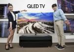 삼성전자는 미국과 유럽에 이어 국내에도 평면 타입의 Q7과 커브드 타입의 Q8 등 QLED TV 75형 2종을 출시했다