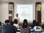 모금홍보 교육을 진행하고 있는 가치혼합연구소 김재춘 소장