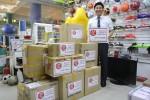 한국청소년연맹 희망사과나무가 남수단 2차 교육지원 물품을 현지 후원처에 전달하고 있다