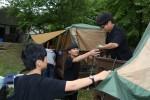 국립평창청소년수련원 야영장에서 우리두리한마음 야영캠프 참가자들이 휴식 및 취침할 수 있는 텐트를 직접 설치하고 있다