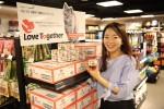 동원F&B가 이마트의 몰리스펫샵과 함께 길고양이를 위한 착한 펫푸드 러브투게더를 출시했다