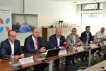 룩셈부르크 에티엔느 슈나이더 부총리와 옥시알 유럽 대표 콘스탄틴 노트먼이 MOU 체결을 위해 자리를 함께했다