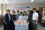 인천고잔초등학교가 취약계층 아동·청소년을 위한 사랑의 동전을 모아 희망사과나무에 전달했다