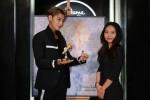 중화권의 대세 아티스트 황지타오가 패션 존 그랜드 오프닝 행사 참석차 마담 투소 홍콩을 방문했다