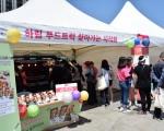 하림이 27일과 28일 이틀간 서울광장과 덕수궁길에서 열리는 2017 서울 물순환 시민문화제에서 하림 푸드트럭을 운영한다
