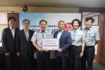 한국청소년연맹 한기호 총재(좌측 3번째), 대한전문건설협회 강원도회 이봉찬 회장(좌측4번째) 외 임직원이 기념 촬영을 하고 있다
