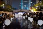 한국백혈병어린이재단이 희망별빛 캠페인을 실시한다. 2016년 희망별빛 캠페인에서 희망별빛 풍선이 청계천 수변을 밝게 비추고 있다