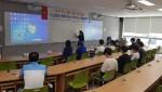 동명대 재학생과 고교생이 함께 사물인터넷 기초 교육을 듣고 있다
