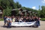국립평창청소년수련원이 개최한 영상·사진 진로캠프에서 참가자들이 단체사진 촬영을 하고 있다