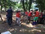 농정원 귀농귀촌종합센터 임직원 12명이 청천면 일대의 귀농인 농가에서 피해시설 복구 지원을 하고 있다