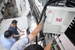 SK텔레콤이 국내 통신 장비업체 KMW사와 함께 무선 5G릴레이 중계기를 국내 최초로 개발해 서울 강남구에 위치한 5G 시험망에 적용했다