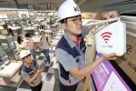 KT가 11일 전 국민 대상 10만 WiFi AP를 개방을 완료하고 KT 스마트폰 전 고객 WiFi 서비스 기본제공, 지하철 객실 WiFi 장비 교체 등 KT WiFi 서비스 향상에 나선다