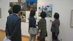 의정부문화원이 9월 21일부터 26일까지 의정부예술의전당 전시장에서 회룡종합전시회를 개최한다. 지난 회룡종합전시회에서 관람객이 작품을 감상하고 있다