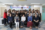 패션매장관리 및 SNS마케팅 실무자 양성과정 수료식에 참석한 교육생들이 포즈를 취하고 있다