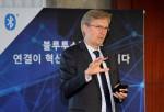 7일 서울 중구 코리아나 호텔에서 개최된 블루투스 SIG 기자간담회에서 켄 콜데럽 마케팅 부사장이 블루투스 기술 동향 및 로드맵을 발표하고 있다