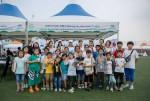 남양주 슬로우라이프 대회에서 나만의 티셔츠 만들기 체험행사에 참가하고 있는 설악지역아동센터 아동과 미스코리아녹원회 회원