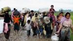 고향을 탈출하고 있는 로힝야족 난민 가족들