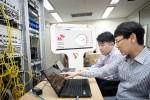 SK텔레콤, SK브로드밴드, 노키아 직원들이 서울 동작구에 위치한 유선망 테스트베드에서 가상화 장비를 시연하고 있다
