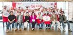 23일 서울 대현동 청정원 요리공방에서 열린 제7회 테팔 집밥 요리왕 대회 참가자들과 그룹세브코리아 팽경인 사장(맨 앞줄 왼쪽에서 네 번째)을 비롯한 5명의 심사위원들이 기념 촬영을 하고 있다