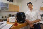 알렉스 맞추켈리가 스위스 명품 전자동 커피머신 브랜드 유라의 신제품을 알리기 위해 나섰다