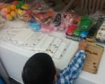 환경실천연합회 장난감 공유마켓에 참여하고 있는 어린이