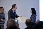이탈치네마 정란기 대표가 이탈리아영화제를 9년간 주최해 온 공로를 인정받아 18일 이탈리아국가공로 훈장을 수상했다. 사진은 Marco della Seta 주한이탈리아대사가 훈장을 수여하는 모습