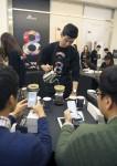 SK텔레콤이 아이폰8 출시 기념 개통 행사를 실시했다