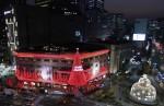 신세계백화점, 새로운 20미터 트리 조명으로 연출한 본관 외관 선봬