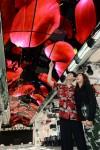 LG전자는 서울 용산에 최근 문을 연 서울드래곤시티에 물결 형태 올레드 사이니지 월을 설치했다