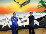 한국무도연수원 가광순 원장(좌측)과 세계태권도지도자연맹 박경호 회장이 양해각서를 체결했다