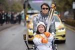 평창을 밝힐 동계올림픽 성화가 10일 대전에서 2일차 일정을 시작했다