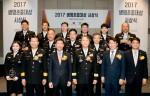 생명보험사회공헌재단이 소방관들에게 생명존중대상을 수여했다