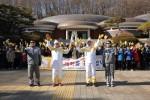 2018 평창 동계올림픽 성화가 19일 금속활자의 탄생지 청주를 달리며 충북에서 2일차 일정을 실시했다