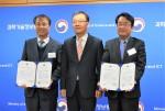무증빙 경비 지출 관리 솔루션 비즈플레이가 2017년 대한민국 신SW상품대상을 수상했다. 왼쪽 비즈플레이 석창규 대표이사